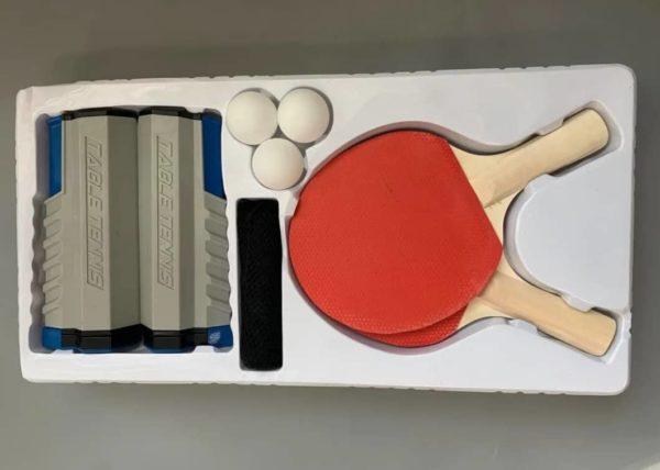كراون – 2 مضرب تنس طاولة مع شبكة و3 كرات في صندوق 20130b